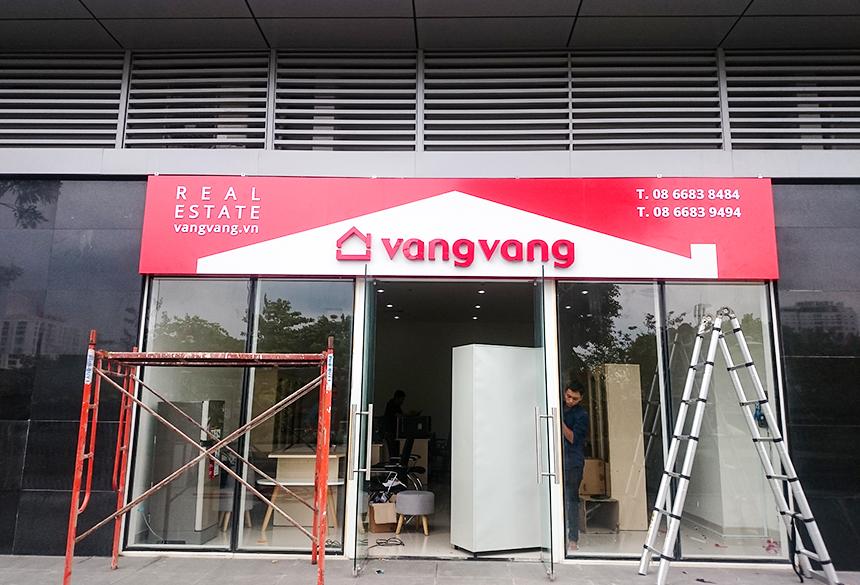 Làm bảng hiệu alu cho công ty bất động sản Vang Vang